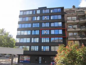 Appartement (ca. 52 m²) op de 3e verdieping met 1 slaapkamer gelegen in het centrum van Genk. VK: 45 EUR/mnd. Voorschot verwarming: 50 EUR/mnd.