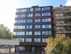 Appartement (ca. 52 m²) op de 5e verdieping met 1 slaapkamer gelegen in het centrum van Genk. VK: 45 EUR/mnd. Voorschot verwarming: 50 EUR/mnd.
