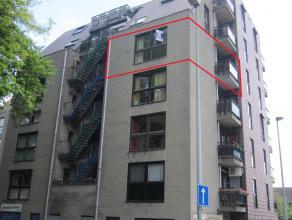 Instapklaar appartement met 2 slaapkamers en 2 balkons gelegen op de 4e verdieping in het centrum van Genk. VK: 65 EUR/maand.