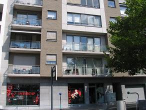 Luxe penthouse (140 m²) met 1 slpk. gelegen in het centrum van Genk. Zuidgericht terras van 95 m². Incl. parking en kelder.