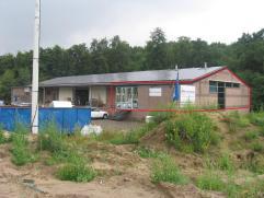 Kantoren (ca. 150 m²) met ruime parking. Zeer gunstig en commercieel gelegen.