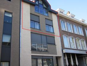 Zeer ruim en modern afgewerkt duplexapp. met 3 slpks. en terras, op wandelafstand van het centrum. Incl. parking en kelder.
