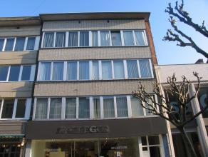 Studio (36 m²) gelegen op 3e verdieping in het centrum van Genk. VK: 100 EUR (incl. 50 EUR voorschot verwarming). Beschikbaar vanaf 01/03/2015.