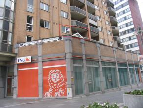 Modern en ruim appartement met 2 slaapkamers en terras gelegen in het centrum van Genk. Onmiddellijk beschikbaar.