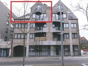 Ruim duplexappartement (162 m²) met 4 slaapkamers en 2 badkamers gelegen in het centrum. Incl. parking en kelderberging. VK: 100 EUR/maand.
