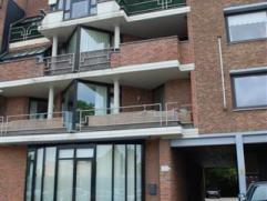 Gelijkvloers appartement met 1 slaapkamer aan de achterzijde gelegen. Indeling:  Woonkamer met ingerichte keuken, apart toilet, badkamer met douche