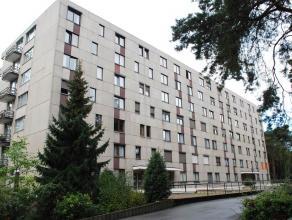 Residentie Kievit. Goed gelegen ruim hoekappartement met veel lichtinval op de 1e verdieping met rustgevend uitzicht.  Mooi opgefrist en verzorgd a