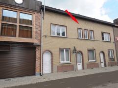 TUSSENWONING MET 2 SLAAPKAMERS EN BINNENKOER  Bewoonbare oppervlakte: 71 m² (excl. kelder en zolder) Kelder: opbergplaats en stookolietank aan