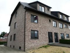 Mooi en zeer goed onderhouden dakappartement, gelegen in de rand van het centrum van As.  Dit appartement is gelegen op het 2de verdiep en heeft vol