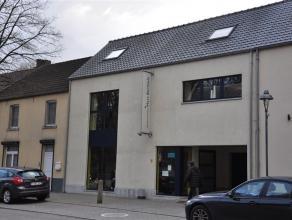 Moderne duplex met twee slaapkamers in het centrum van Dilsen-Stokkem.Het appartement beschikt over een living, keuken, badkamer met een inloopdouche,