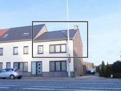 Appartement met privé inkom! 1 slaapkamer, bureau, garage.GELIJKVLOERS (plafondhoogte: 2,59m)- Inkom: (2,62m x 3,28m = 8,60 m²) ? tegelvlo