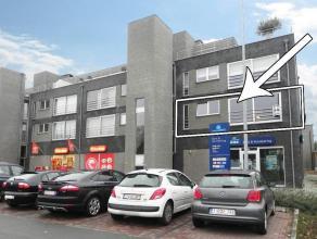 Centraal gelegen appartement op 1ste verdieping. 2 slaapkamers, groot terras, garage. EERSTE VERDIEPING- Inkom: (1,10m/2,30m x 5,92m = 9,04 m²) ?