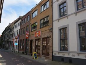 Dit mooi appartement met uitstekende ligging aan de markt is volledig vernieuwd in 2002 en is gelegen op de 2de verdieping.Er is een lift aanwezig.Ind