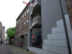 Instapklaar appartement met 2 slaapkamers en 2 terrassen aan de Markt van Maaseik.Appartement gelegen op 2e verdieping - lift aanwezigHet appartement