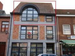 Appartement met 2 slaapkamers in het centrum van Maaseik.Gelegen op het 2e verdiep- inkomhal met laminaatvloer- apart hangtoilet met wasbakje,volledig