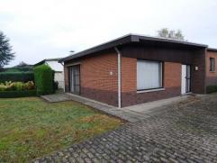 DOE EEN REDELIJK BOD !! Op te frissen bungalow met rustige ligging te Wurfeld.Brede beklinkerde oprit met garage aan de achterzijdeWoning voorzien van