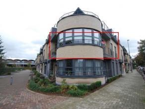 Zeer ruim appartement in het centrum van Maaseik met terras en garagebox.Het appartement is volledig voorzien van een tegelvloer.-Inkomhal-Apart toile