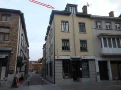 Gezellig dakappartement vlakbij de Markt.Appartement gelegen op derde verdieping-Inkomhal met tegelvloer-1 ruime slaapkamer met tegelvloer-Badkamer me