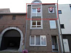 Gemeubeld appartement in het centrum van Maaseik, gelegen op tweede verdiep (geen lift)Appartement volledig voorzien van een tegelvloerMeubels: bed en