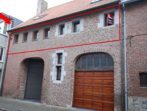 Prachtig appartement op de eerste verdieping in het hartje van MaaseikMogelijkheid tot bij huren van een parking in Kolonel Aertsparking.Geen lift aan