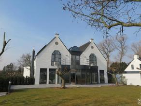 - De woning bestaat uit 2 aparte vleugels, nl. een voormalig schippersherberg uit 1716 (gerestaureerd in 1991) met eigen inrit en eigen inkom en een r