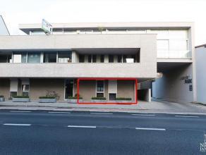 Gelijkvloers appartement met 2 slaapkamers, ruim terras en berging en autostandplaats in kelder, vlakbij het centrum gelegen en op wandelafstand van d