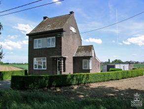 Gezinswoning met vrijstaande garage en diepe tuin gelegen op een goed bereikbare locatie vlakbij de Maasplassen en de jachthaven van het schilderachti