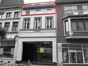 Nieuwbouw duplex-appartement op de 2de verdieping, op 100m van de markt van Maaseik. TWEEDE VERDIEPING Inkomhal met gastentoilet met fonteintje en ves