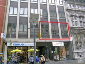 Zeer mooi en instapklaar appartement gelegen op de 1ste verdieping en in het hartje van Maaseik. 1ste VERDIEPING: Ruime inkomhal met mooie deuren. Gez