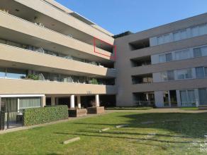 Mooi instapklaar appartement met terras en 2 slaapkamers. Gelegen in een mooie residentie en op wandelafstand van het centrum. 3de VERDIEPING: Inkomha