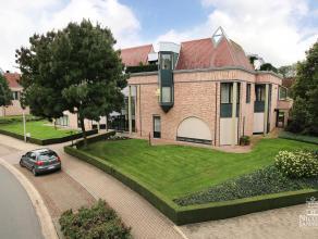 Ruim ingedeeld en luxueus appartement met mooi terras en zicht op een prachtige parkachtige tuin met vijverpartij, gelegen in de nabijheid van het spo