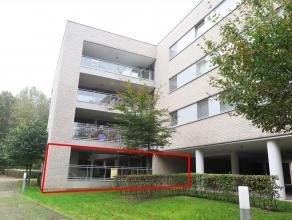 Gelijkvloers appartement met terras en autostandplaats in kelder, vlakbij het centrum gelegen en op wandelafstand van de binnenstad. GELIJKVLOERS Leef