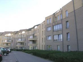 Prachtig en instapklaar doorzon-appartement gelegen op de 2de verdieping nabij het gezellige stadscentrum van Genk. 2de VERDIEPING: Inkomhal met apart
