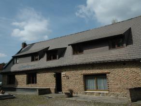 Een authentieke en ruime woning in hoevestijl op perceel van 50a54ca! Deze authentieke gezinswoning is gelegen in een zeer aangename en rustige omgevi