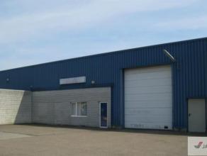 """Bedrijfsgebouw met burelen gelegen op het industrieterrein """"Centrum-Zuid"""" te Houthalen-Helchteren. Zeer goede verbinding met de E314. Het gebouw besta"""