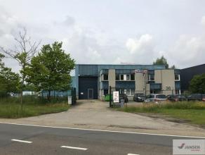 """Bedrijfsgebouw met buitenterrein gelegen op het industrieterrein """"Centrum Zuid"""" te Houthalen, vlakbij de E314. Dit gebouw heeft een oppervlakte van 80"""