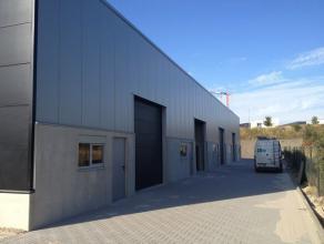 Nieuwbouw industriehal van 200m gelegen op het industrieterrein Genk- Noord. Goede bereikbaarheid van de snelwegen E313 (Antwerpen - Luik) en de E314