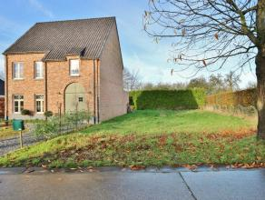 Bouwgrond van 3a71ca voor een halfopen bebouwing, goed gelegen te Vliermaal op slechts enkele minuten van Tongeren, Kortessem, Diepenbeek en heeft een