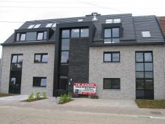 Appartement 3 : Rechts (103 m²) 2 slpk en ruim zuid-georiënteerd terras (20 m²)Inkom-vestiaire aparte wc en berging zeer ruime living m