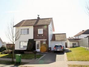KLEIN BESCHRIJF !!   Welkom in de Guido Gezellelaan 21 te Hoeselt.  Het betreft een perfect onderhouden woning met een ruime tuin.  We betreden