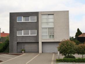Ruime gezinswoning met drie slaapkamers, tuin en inpandige garage op 4 are 50.  Welkom op de Tongersesteenweg 53F in Hoeselt.  Deze moderne bel-et