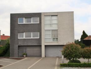 Ruime gezinswoning met drie slaapkamers, tuin en inpandige garage op 4 are 50. Welkom op de Tongersesteenweg 53F in Hoeselt. Deze moderne bel-etage wo
