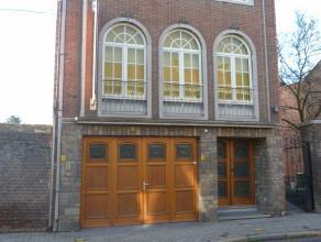 Opslagplaats met burelen in centrum St-Truiden. Ideaal voor horeca [4 koelcellen].Vooraan 1 grote ruimte van +/- 100m² inclusief 2 burelen en 2 k