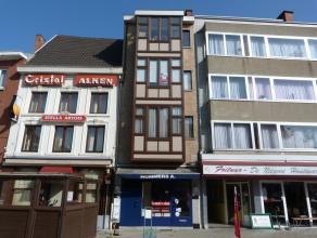 Gelijkvloers-appartement in het centrum van Sint-Truiden, op wandelafstand van de Grote Markt.Het appartement bestaat uit een living met eetkamer, keu