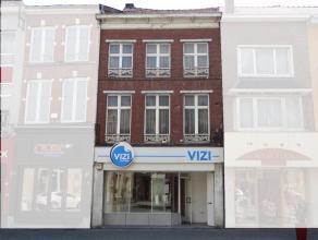 Commercieel handelspand gelegen aan de Stapelstraat 52 te Sint-Truiden. Met een bruikbare oppervlakte van circa 70m² beschikt men over een aangen