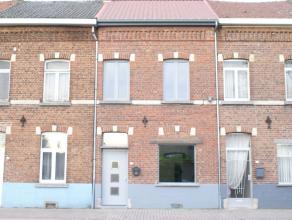 Mooi, frisse, volledig gerenoveerde woning gelegen op wandelafstand van het centrum van Sint Truiden.De woning is voorzien van twee slaapkamers, een b