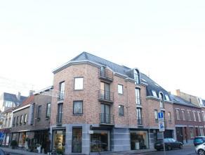 Zeer mooi en luchtig appartement gelegen in het centrum van Sint Truiden op wandelafstand van het station.Het pand is voorzien van een woonkamer, inge