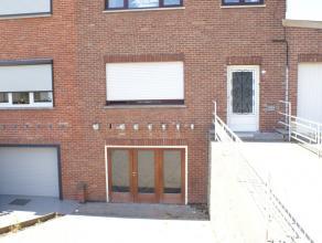 Appartement met 1 slaapkamer op verbindingsweg vlakbij Sint-Truiden.Het appartement bestaat uit living, keuken, berging, badkamer en 1 slaapkamer.Afme
