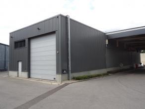 Naast de N80 (Sint-Truiden - Hasselt) vinden we aan Schurhovenveld 3030 te 3800 Sint-Truiden deze commerciële-/opslagruimte met een bruikbare opp