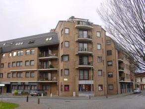 Mooi appartement met 2 slaapkamers in het centrum van Sint-Truiden.Het appartement bestaat uit hall, wc, living, ingebouwde keuken, wasplaats, bureel,